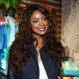 Cris Vianna esbanjou felicidade durente evento de moda no Rio