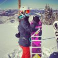 Luiza Valdetaro posa antes de praticar snowboard em Aspen