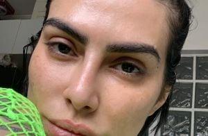 Sem make, Cleo exibe beleza natural em foto e fã elogia: 'Tem melasma e assume'