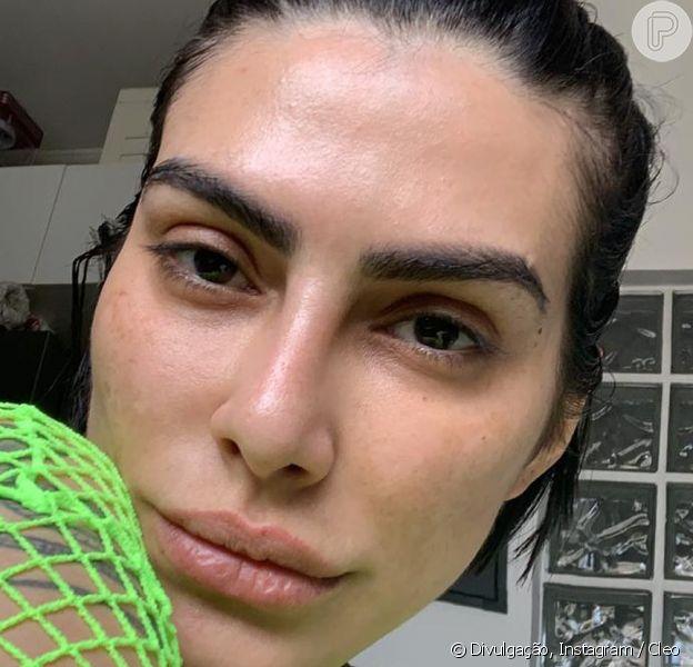 Sem maquiagem, Cleo exibiu beleza natural em foto no Instagram nesta segunda-feira, 25 de fevereiro de 2019