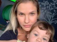 Sem make, Andressa Suita é elogiada em foto com filho Gabriel: 'Mais bonita'