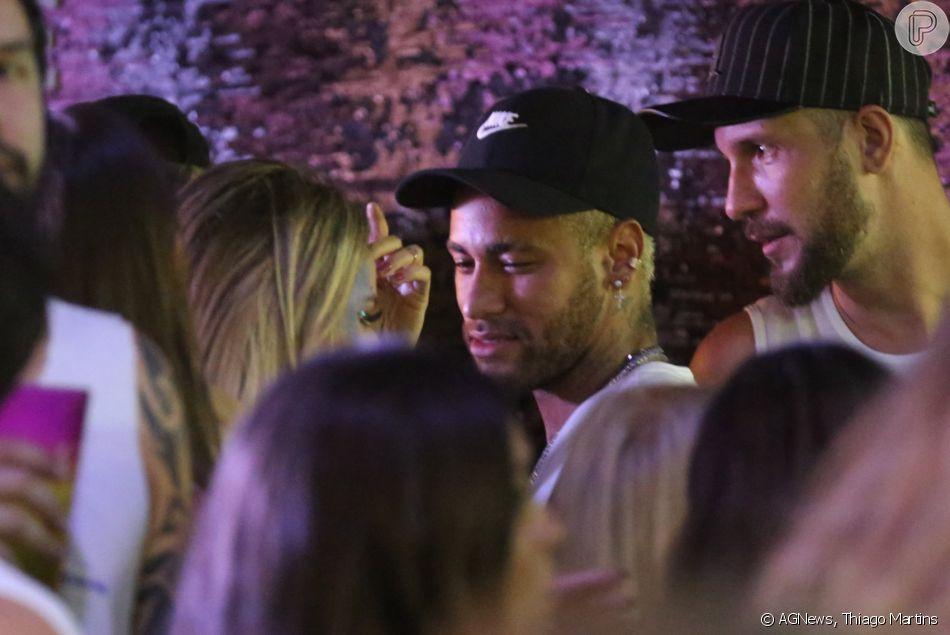 Neymar é visto em clima de romance em Salvador; cantora é apontada como affair por fãs na madrugada deste sábado, dia 02 de fevereiro de 2019