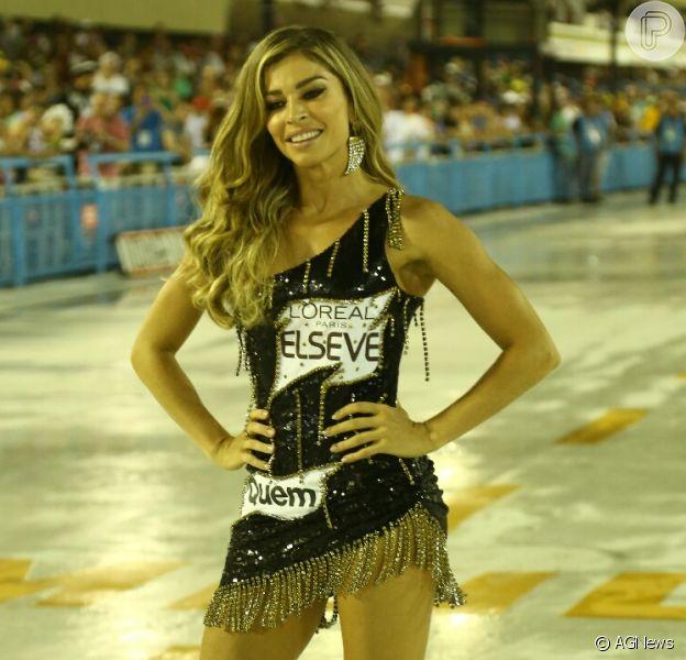 Grazi Massafera curte Carnaval do Rio em camarote da Marquês de Sapucaí