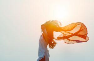 Libertação! Francesa defende sangramento livre na menstruação em livro. Entenda