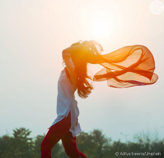 Menstruação é tema do livro da naturopata francesa Jessica Spina, que cita como libertador o método do sangramento livre
