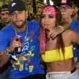 Neymar foi flagrado aos beijos com Anitta em camarote na Sapucaí, no Rio de Janeiro