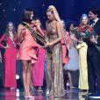 Júlia Horta recebeu a faixa de Miss Brasil das mãos da vencedora de 2018, Mayra Dias