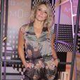 A atriz Christine Fernandes elegeu um macacão de cetim com estampa floral para evento da MOB