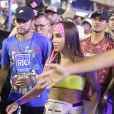Anitta, ao ser questionada por Leo Dias sobre o jantar com Medina, preferiu não responder