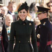 Militarismo em alta! Kate Middleton usa trench coat McQueen em evento