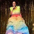A saia do vestido de Sabrina Sato tem 2 metros de diâmetro