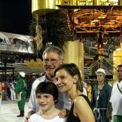 Harrison Ford curte desfile das campeãs na Sapucaí e praia no calor do Rio