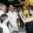 Harrison Ford e a família assistiram aos desfiles das campeãs na Sapucaí