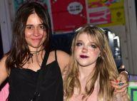 Alessandra Negrini curte com os filhos, Antônio e Betina, o Lollapalooza. Vídeo!