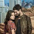Laila (Julia Dalavia) fica incrédula ao saber que Jamil (Renato Góes) trabalha para Aziz (Herson Capri) na novela 'Órfãos da Terra'.