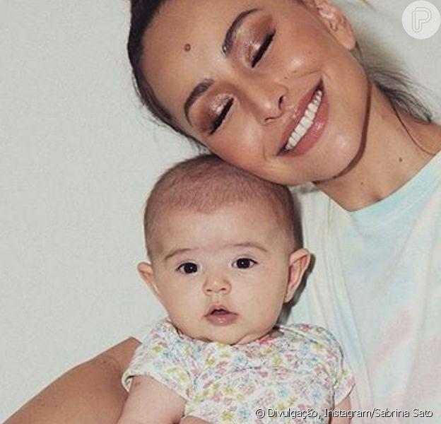 Sabrina Sato diz que a filha, Zoe, não fica incomodada no carro em vídeo em seu canal no Youtube nesta sexta-feira, dia 12 de abril de 2019