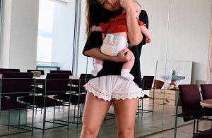 Sem make, Sabrina Sato brinca sobre pose de Zoe em foto: 'Não precisa apertar'