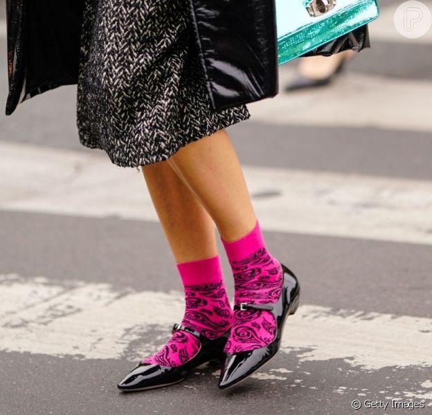 Meia aparecendo é tendência! Confira ideias de looks para usar no inverno
