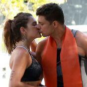 Beijo pós-treino! Casados, Cauã Reymond e Mariana Goldfarb vão a academia juntos