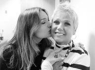 Cabeleireira por um dia: Sasha raspa cabelo da mãe, Xuxa Meneghel. 'Sem treino'