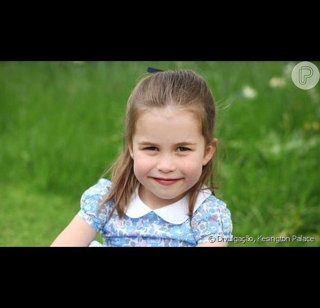 Princesa Charlotte prova que usa roupas acessíveis igual sua mãe, Kate Middleton