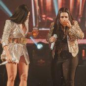 Vai, coleguinhas! Simone e Simaria dançam, bebem em palco de show e agitam fãs