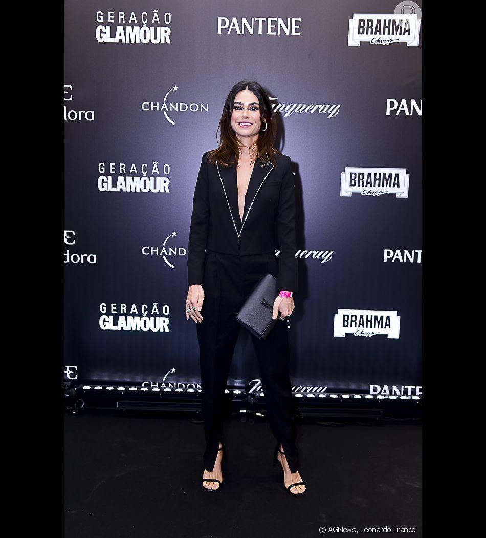 4d214e590aef Thaila Ayala apostou em alfaiataria preta de Yves Saint Laurent para o Prêmio  Geração Glamour