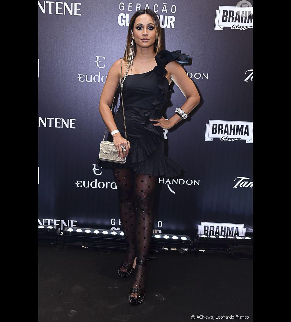 9d3b6402f7a7 Thaíssa Carvalho apostou em um look todo preto com maxibabados para o Prêmio  Geração Glamour