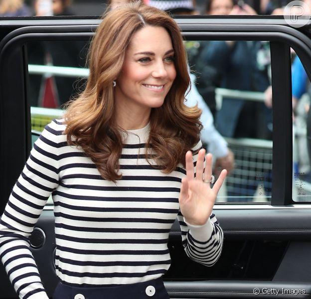 Kate Middleton usa look acessível em evento oficial com príncipe William. Veja todos os detalhes