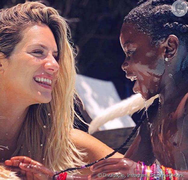 Giovanna Ewbank relembra momento no qual contou a filha, Titi, descobriu onde nasceu