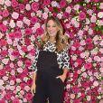 Ticiane Pinheiro combinou macacão e blusa social estampada em evento