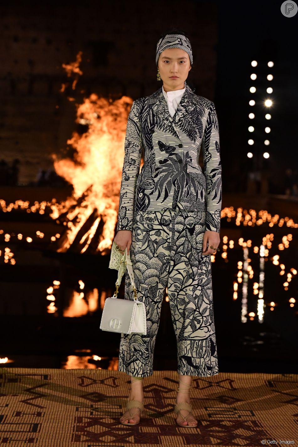 Combinação clássica, preto e branco aparece em novas versões nas passarelas. O look é Dior