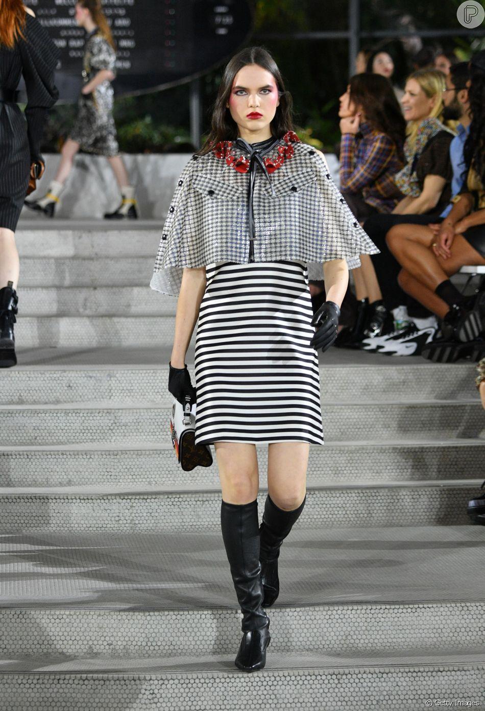 Combinação clássica, preto e branco aparece em novas versões nas passarelas. Mix de estampas em preto e branco da Louis Vuitton