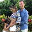 Ticiane Pinheiro anunciou a gravidez da segunda filha em foto com Cesar Tralli e Rafaella Justus