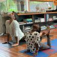 Giovanna Ewbank, há alguns dias, flagrou Títi fazendo ioga com o pai, Bruno Gagliasso