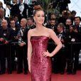 Marina Ruy Barbosa, na quarta (22), usou um vestido tomara que caia vermelho com menos volume