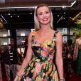 Clássica! Ana Paula Siebert apostou no vestido midi floral com saia rodada no evento da Dolce & Gabanna