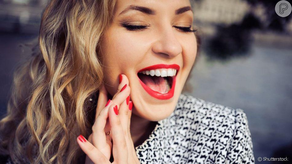 Aprenda 3 dias para fazer o batom durar mais tempo nos lábios!