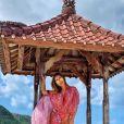 Anitta está conhecendo as praias paradisíacas da região