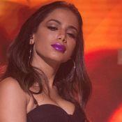 Piada sobre plástica & 4 bases: Anitta faz tutorial de make para Vogue EUA. Veja