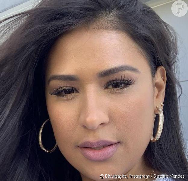 Simone, da dupla com Simaria, mostrou beleza natural em vídeo sem maquiagem