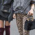 Calça animal print é tendência e deixa looks de inverno mais estilosos