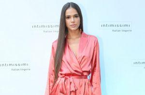Bruna Marquezine faz foto sem blusa, cabelo colorido e fãs elogiam: 'Uma sereia'