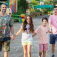 Cumplicidade de filhos emociona Mion em viagem a Orlando em fotos divulgadas nesta quarta-feira, dia 03 de julho de 2019