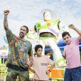 Marcos Mion faz pose divertida com os filhos, Stefano e Romeo