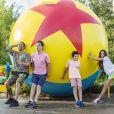 Marcos Mion e os filhos, Romeu, Stefano e Donatella, protagonizaram fotos divertidas na Disney
