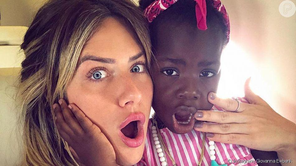Títi, filha de Giovanna Ewbank e Bruno Gagliasso, invadiu vídeo da mãe: 'Quero comer logo! Se não eu vou morrer de fome!'