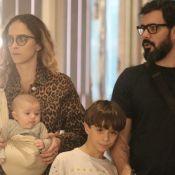 Filho recém-nascido de Juliano Cazarré esbanja fofura em sling em passeio. Fotos