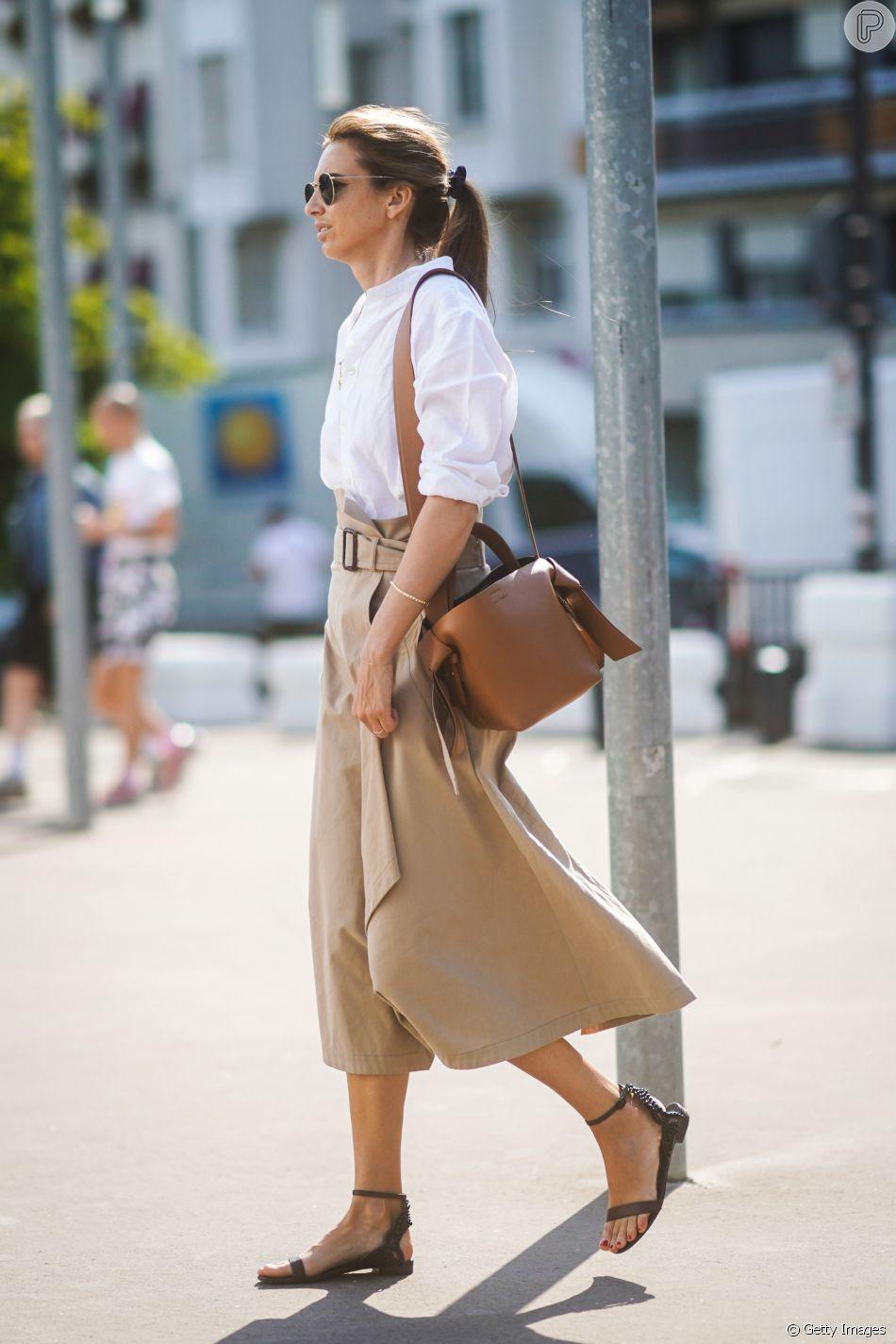 A sandália rasteira pode ser chique, como neste look que mistura ...