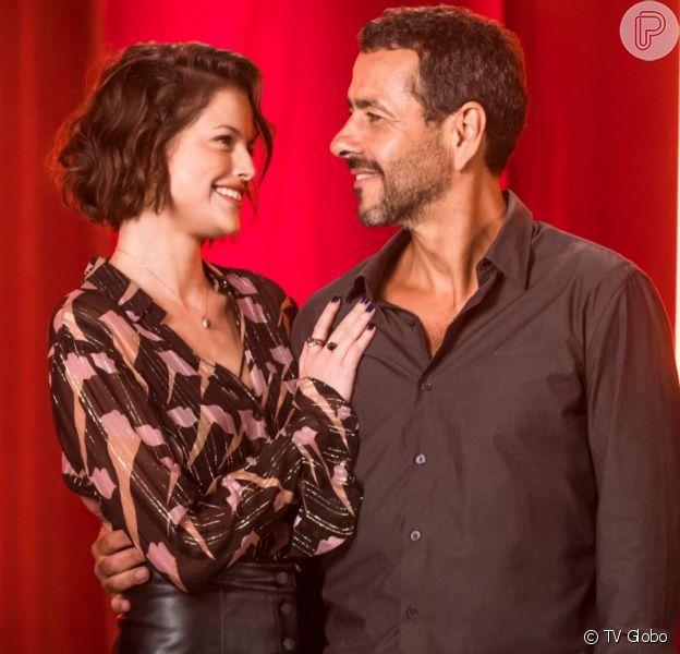 Amadeu (Marcos Palmeira) fica envergonhado ao descobrir caso de Josiane (Agatha Moreira) na novela 'A Dona do Pedaço'